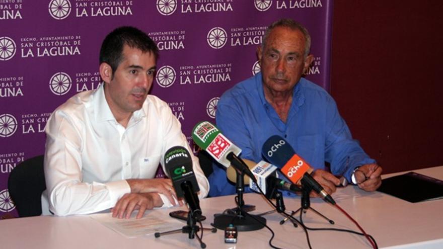 El empresario Antonio Plasencia (d) junto al presidente del Gobierno canario, Fernando Clavijo (iz), en su época de alcalde de La Laguna.