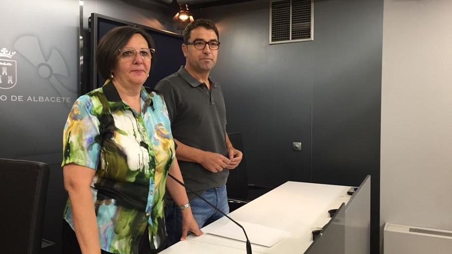 Victoria Delicado (Ganemos) y Modesto Belinchón (PSOE) en rueda de prensa