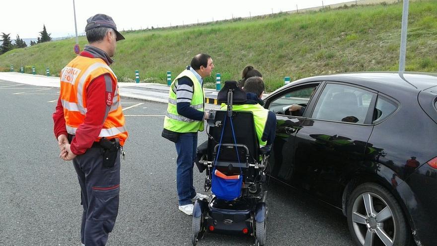 Policía Foral y Adacen colaboran en una campaña de concienciación de las consecuencias de los accidentes de tráfico