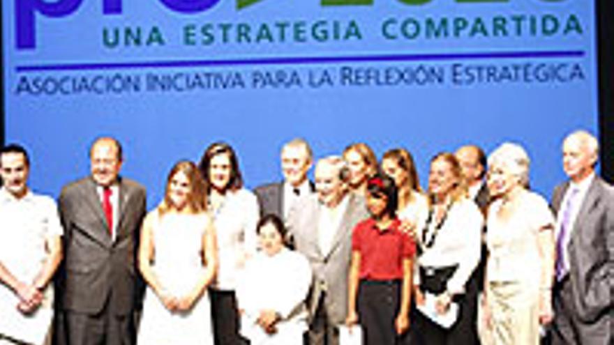 Foto de familia tras la presentación de Proa 2020.
