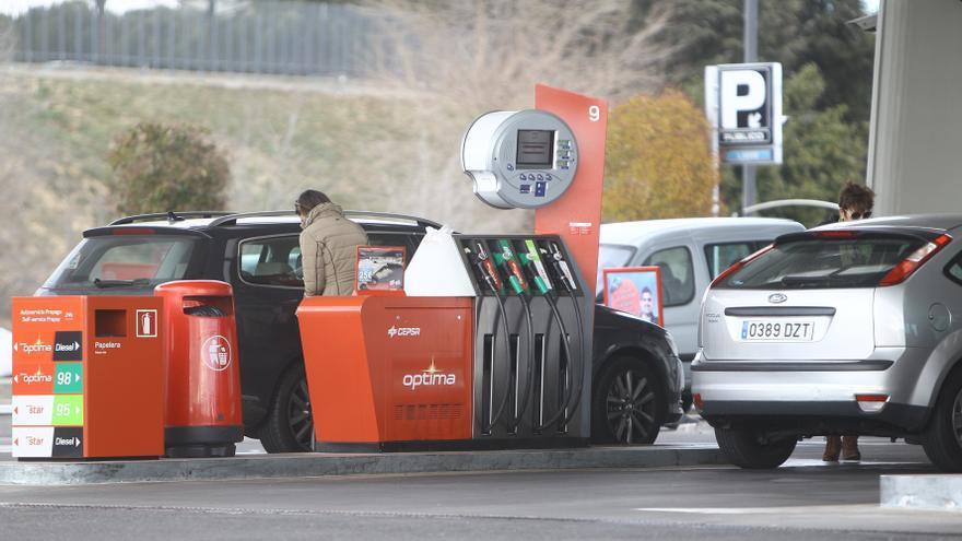 El IPC interanual baja una décima en enero, hasta el 0,2%, por el abaratamiento de las gasolinas