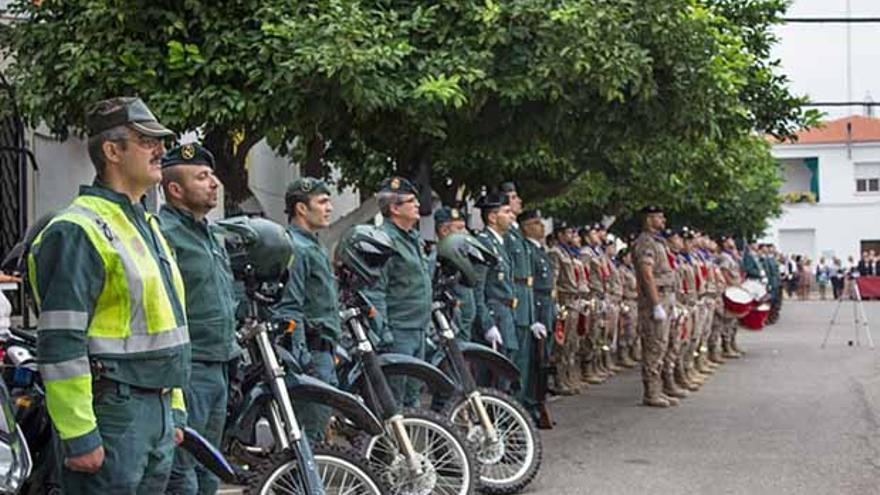 Guardias civiles formados en una celebración de El Pilar en Córdoba | MADERO CUBERO