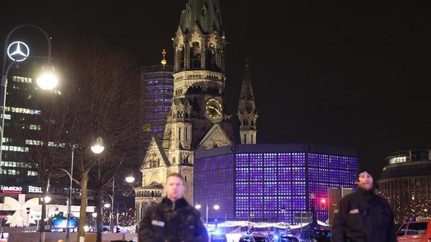 Al menos nueve muertos al irrumpir un camión en un mercadillo de Berlín