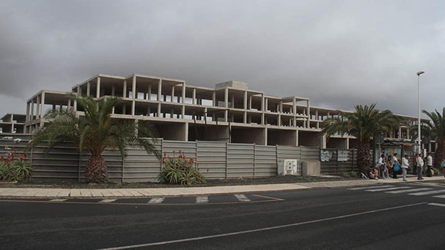 Hotel inacabado en Costa Teguise. (DIARIO DE LANZAROTE)