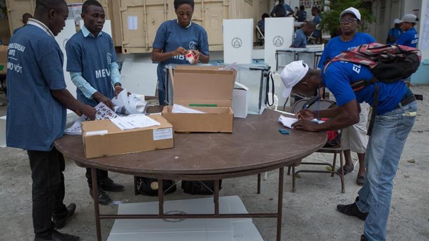 Haitianos acuden a votar con esperanza de cambio