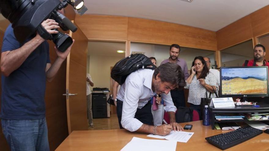 Gustavo Matos ha formalizado este viernes su candidatura a las primarias del PSOE de Canarias.