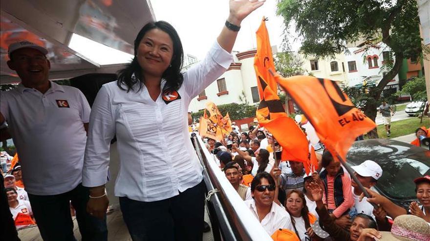 Keiko Fujimori sigue primera y Guzmán es segundo en un sondeo electoral en Perú