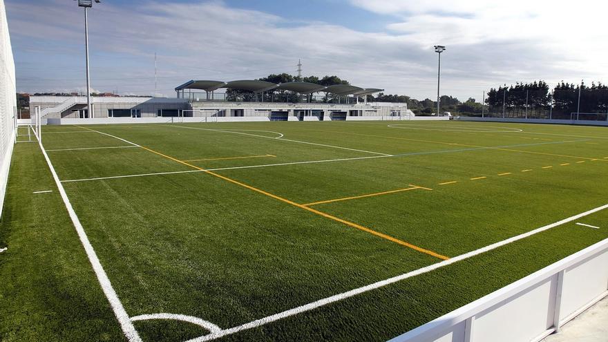 Tres empresas optan a las obras de ampliación de las gradas del campo de fútbol de San Román