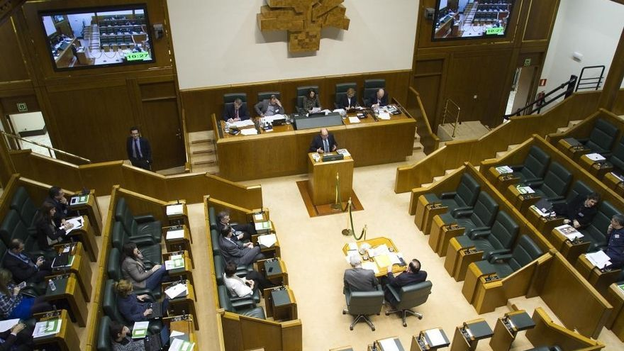 El pleno del Parlamento vasco, ayer en Vitoria.