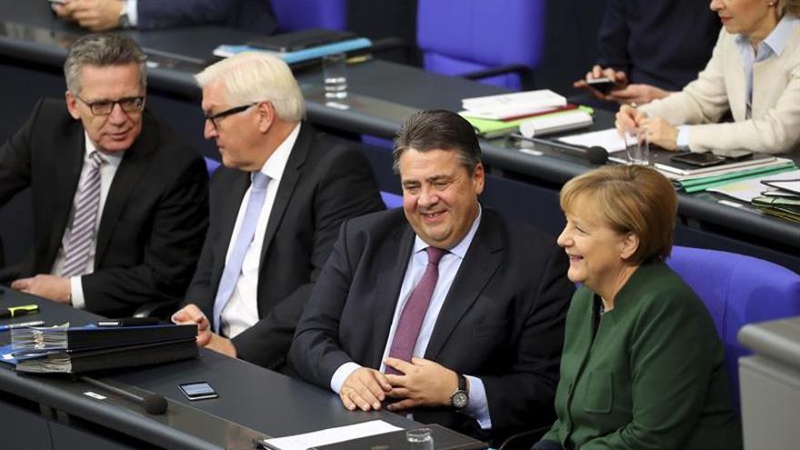 """Berlín pide a Rusia e Irán no usar la """"carta militar"""" con el """"vacío"""" en EEUU"""