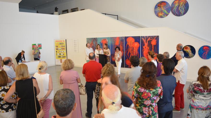 El Auditorio de Águilas acoge hasta el próximo día 31 una colorista exposición de Muher