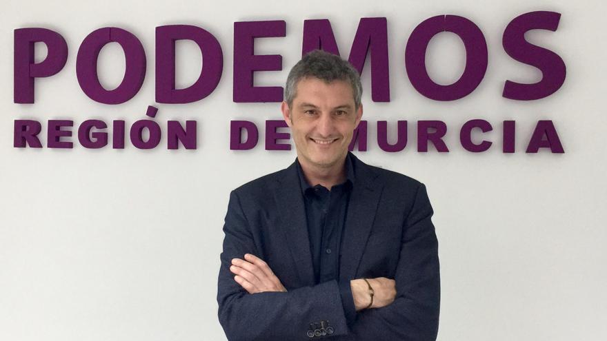 Óscar Urralburu, candidato de Podemos a la Presidencia de la Región de Murcia, en la nueva sede de su partido / MJA