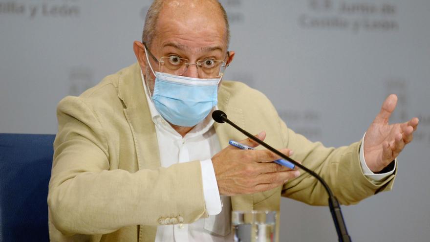 Castilla y León descarta certificados de vacunación o pruebas en hostelería