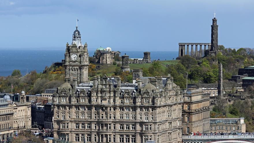 El Hotel Balmoral y Carlton Hill, dos iconos de Edimburgo.