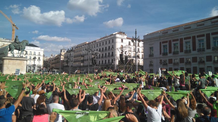 Manifestantes en la Puerta del Sol contra las becerradas