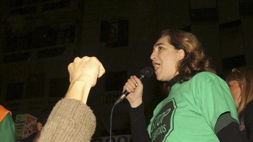 Docenas de miembros de pah ocupan una sucursal del banco for Oficinas banco popular barcelona