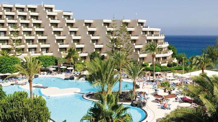 Una hotel en la costa.