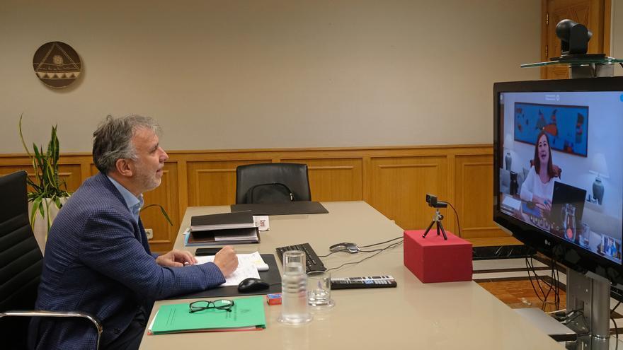 Los presidentes de Canarias y Baleares, Ángel Víctor Torres y Francina Armengol, en una reunión por videoconferencia
