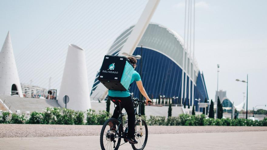 Un 'rider' de la empresa Deliveroo.