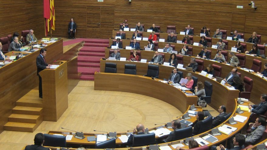 """La oposición acusa al Consell de haber llevado a la sociedad al """"desastre"""" y exige que """"asuma responsabilidades"""""""