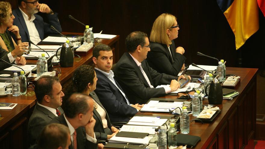 El grupo popular en el primer Pleno del Cabildo de Gran Canaria (ALEJANDRO RAMOS)