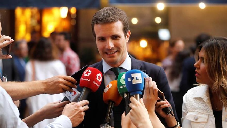 Casado da por cerrado el debate sobre la integración con Sáenz de Santamaría