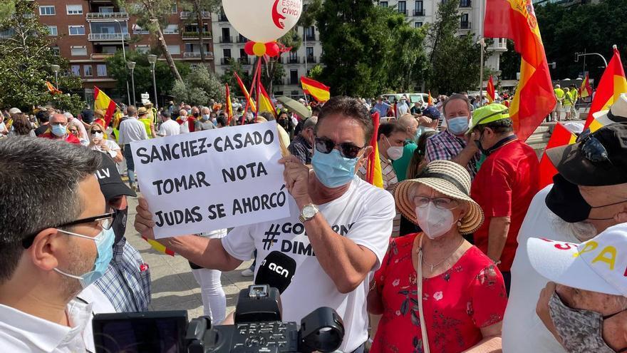 Varias personas se manifiestan contra los indultos en Colón.