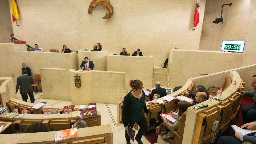 Debate presupuestario en el Parlamento de Cantabria.   ROMÁN GARCÍA
