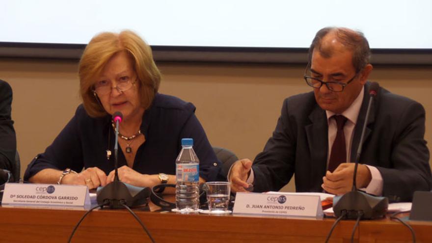 Soledad Córdova, acompañada por Juan Antonio Pedreño, presidente de CEPES, en una imagen de septiembre de 2014