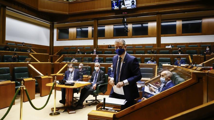 El lehendakari, iñigo Urkullu, en el pleno de control del Parlamento Vasco en Vitoria