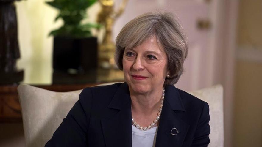 """May admite que el """"brexit"""" presenta asuntos """"muy complejos"""""""
