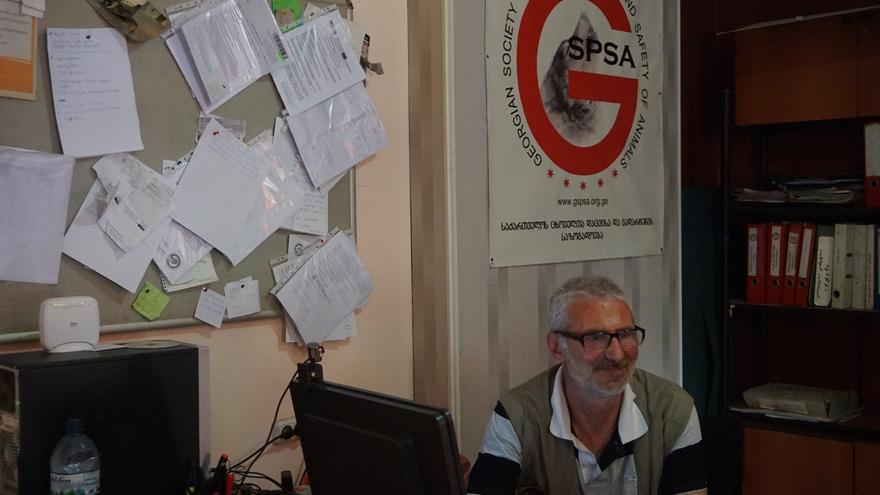 Teimuraz Tsikoridze, fundador y director de la Sociedad Georgiana para la Protección y Seguridad de los Animales (GSPSA)