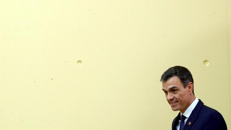 """Sánchez, dispuesto a explicar en Parlamento el """"error en reseña"""" de su libro"""