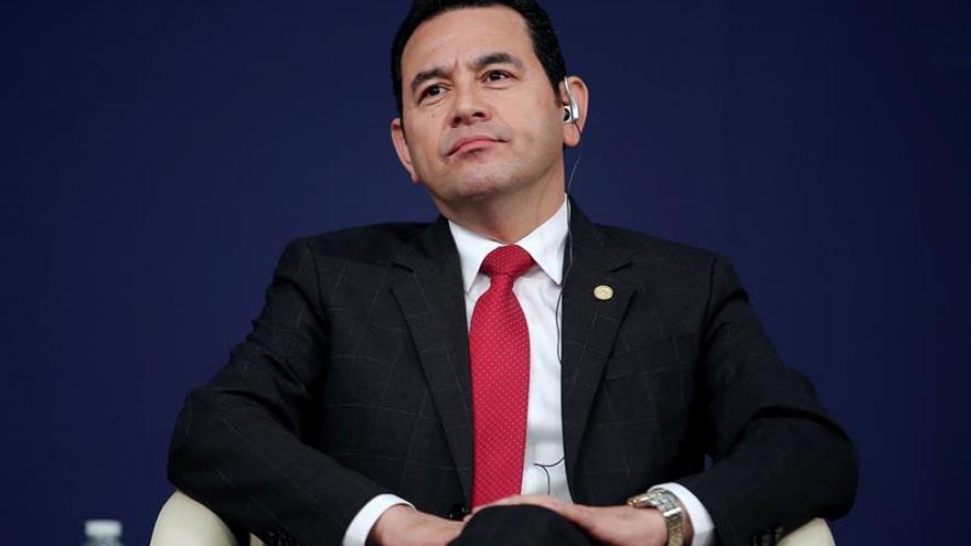 El presidente de Guatemala no acude a la citación por el antejuicio y envía a su abogado