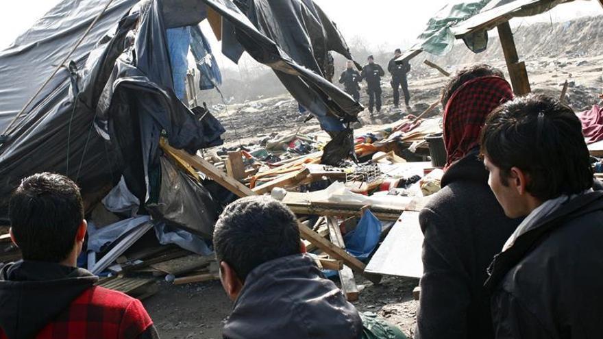 Más de 40 personas heridas en una pelea entre inmigrantes en Calais (Francia)