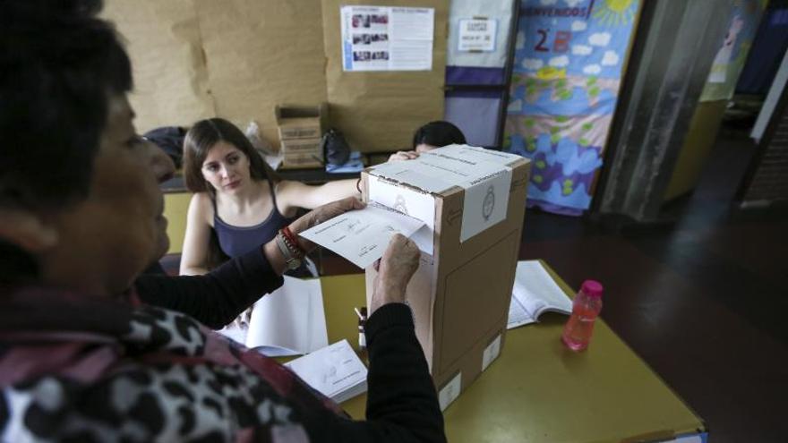 Declaran inconstitucional un decreto para el voto argentino en exterior por correo