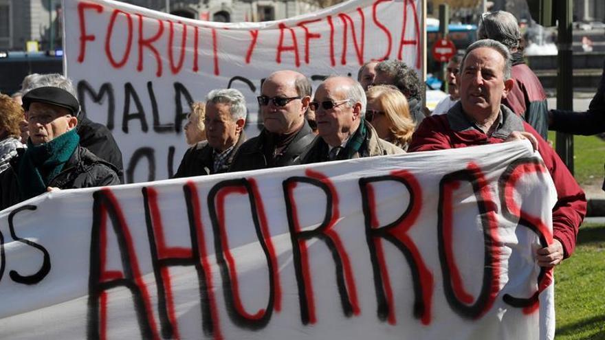 Adicae moviliza a centenares de afectados por Fórum y Afinsa 12 años después