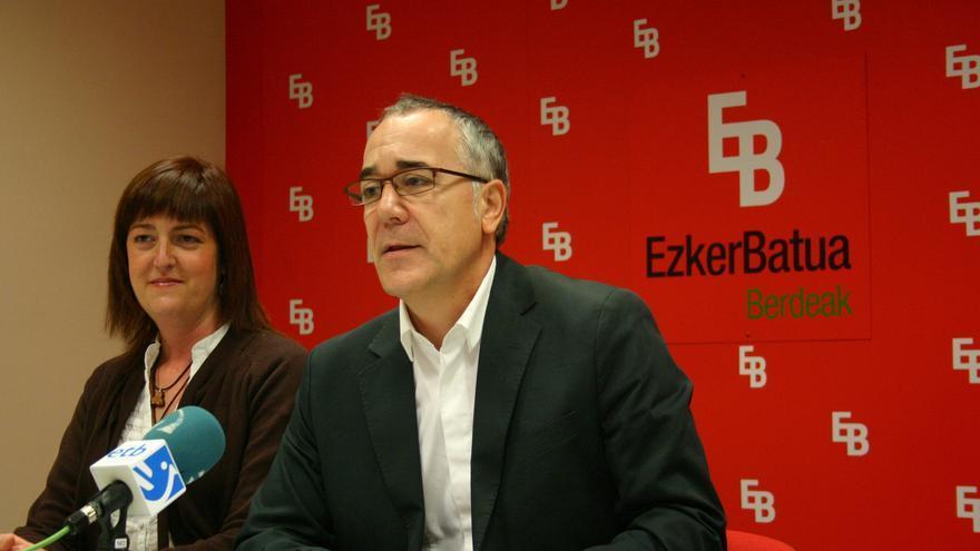 """EB cree que Arana no puede ser """"referente"""" tras su """"cambio de chaqueta"""" y lamenta la postura """"extraña"""" de IU en Euskadi"""