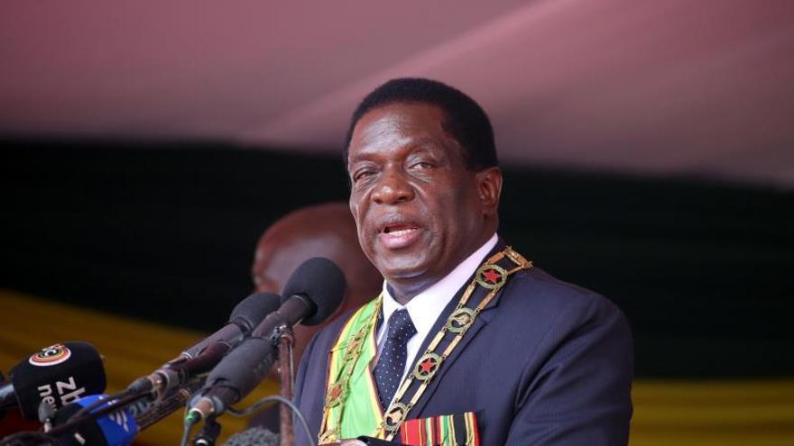 Explosión en un mitin electoral del presidente de Zimbabue, que sale ileso