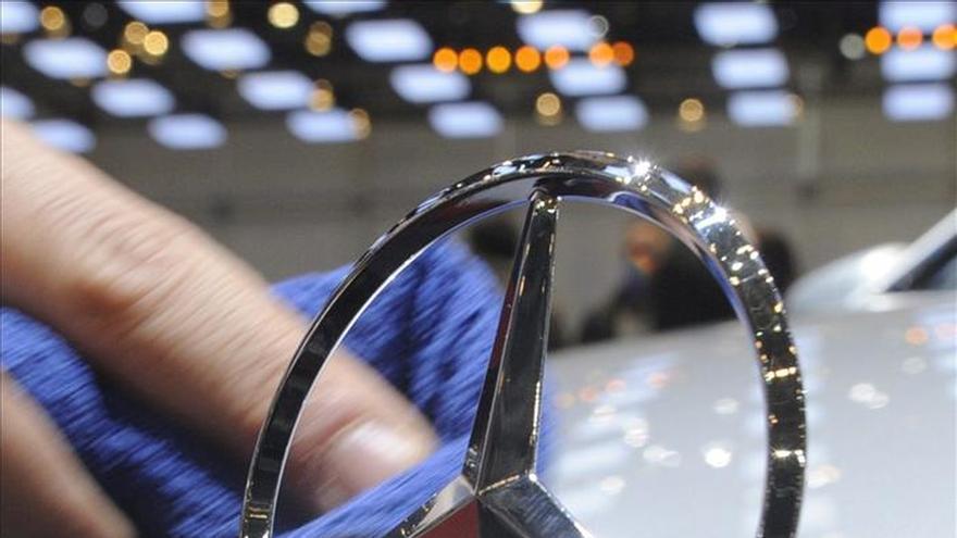 Una ONG alemana denuncia emisiones excesivas también en coches de Mercedes y BMW