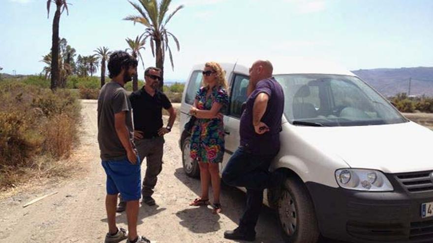 Equipo de localización en el oasis de Sierra Alhamilla con la alcaldesa de Pechina