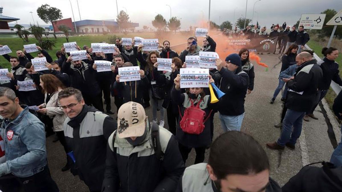 Imagen de archivo de un piquetes en una huelga del sector de prisiones.