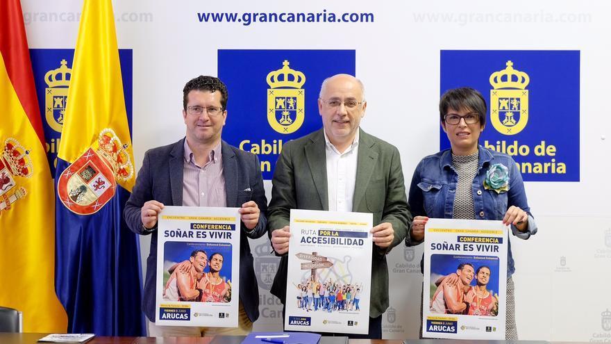 El alcalde de Arucas, Juan Jesús Facundo; el presidente del Cabildo de Gran Canaria, Antonio Morales y la consejera de Igualdad Elena Máñez
