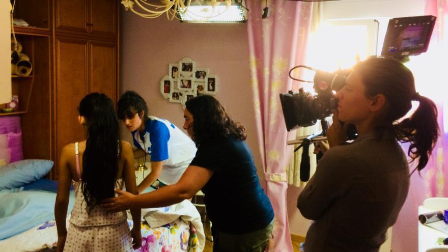 El interior de la habitación de Carmen, preparando una escena
