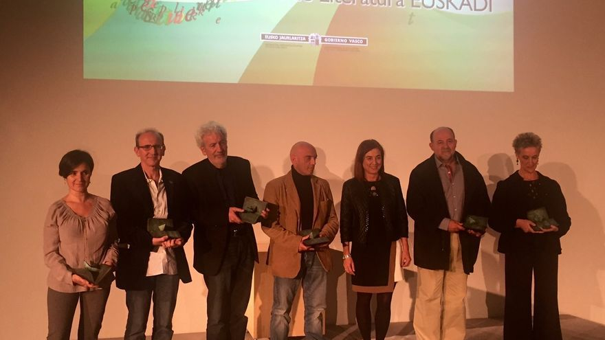 Cristina Uriarte entrega los Premios de Literatura Euskadi 2015