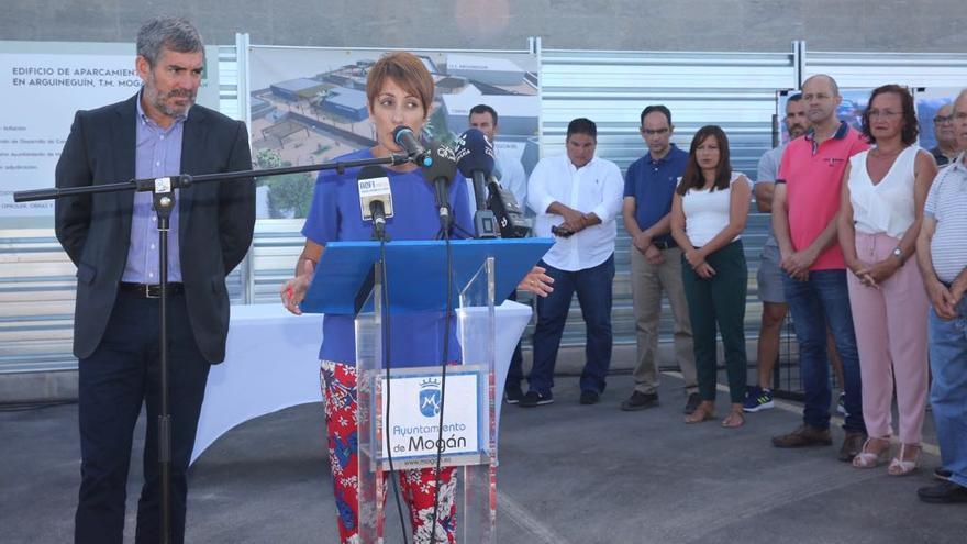 Onalia Bueno, junto a Fernando Clavijo, en el acto de inicio de las obras del aparcamiento de Arguineguín.