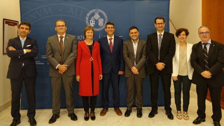 Imagen de la primera visita de Mavi Mira como rectora al Campus de Ontinyent, junto a Jorge Rodríguez