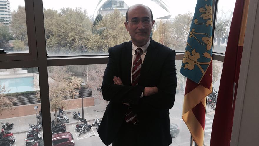 Juan Carlos Mompó, en su despacho en la Ciudad de la Justicia de Valencia.