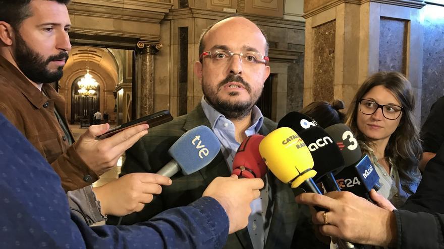 El PP pide al Parlamento catalán reprobar a los diputados de la CUP que rompieron fotos del Rey