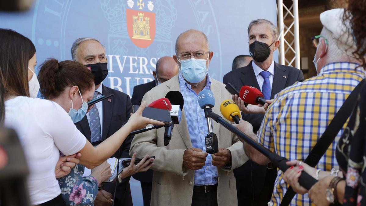 Igea en su comparecencia ante los medios de Burgos.